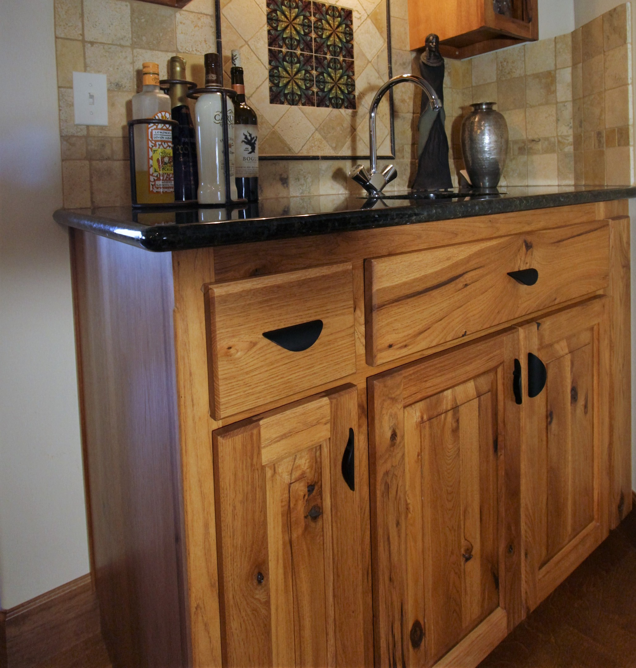 Knotty Hickory Kitchen Cabinets: Affordable Custom Cabinets