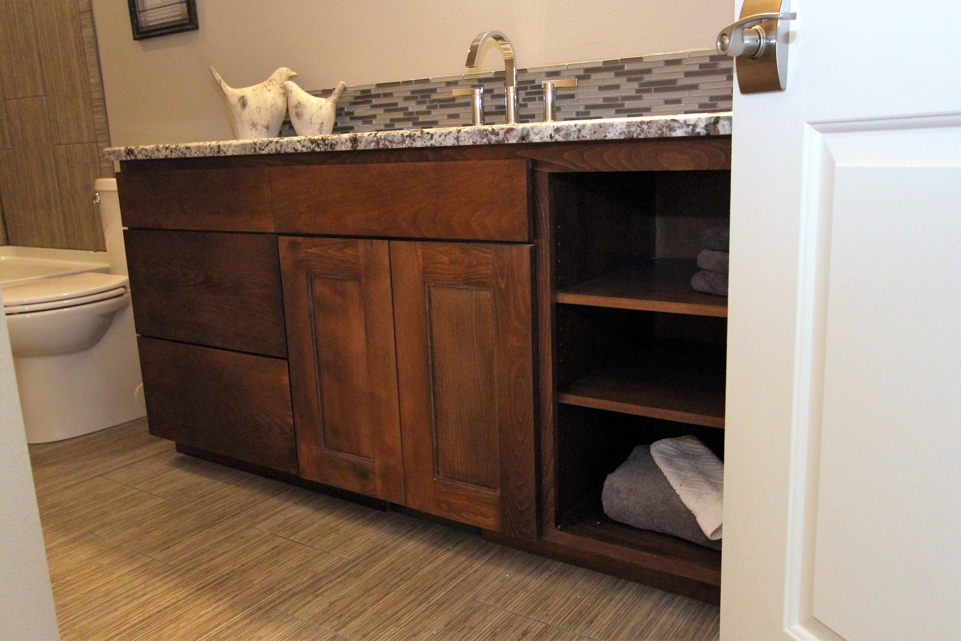 Vanity Lights Overlay Mirror : Affordable Custom Cabinets - Showroom